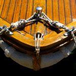 Croazia isola di Pag, la prua di una barca di pescatori