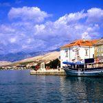 Croazia il porticciolo di Pag , capoluogo dell'omonima isola