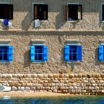 una casa di pescatori a martinscica sull'isola di cres in croazia