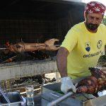 Europa, croazia, maiale sulla griglia in un ristorante nel piccolo villaggio di pescatori di Simuni, isola di pag