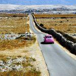 Europa, croazia, la strada che porta alla spiaggia di Sveti Doo, sull'isola di Pag
