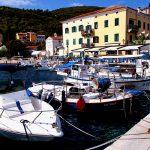 il porto di valun sull'isola di cres in croazia,