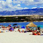Croazia isola di Pag la famosa spiaggia sidi Zirce a Novalja