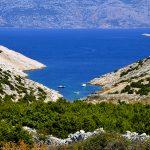 Europa, croazia, una delle tante baie sull'isola di pag