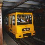 Budapest la prima ferrovia subcrostale del continente, la piccola metropolitana, le cui stazioni conservano l'immagine di 130 anni fa