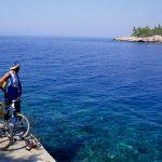 Dalmazia isola di Korkula cicloturisti nella baia di Babina