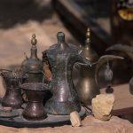 giordania, petra, articoli di artigianato locale all'entrata della gola del siq