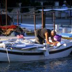 Dalmazia, Isola di Korkula, un pescatore con la sua barca nel porticciolo di Grscica
