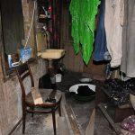 eurasia, georgia, interno di un'abitazione abitata da profughi nella periferia di tblisi |eurasia, georgia, interior of a house inhabited by refugees on the outskirts of Tbilisi