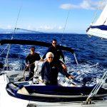 europa, corsica, velisti su barca a vela al largo delle bocche di bonifacio