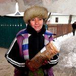 Europe, Romania, Transylvania, a woman sells Kurtos typical Romanian dessert on the way to Bran