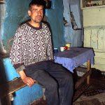 Romaia, un uomo nella sua abitazione a Scheia