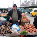 Romania,ambulanti al mercato di Iasi
