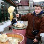 Romania venditore di cavoli al mercato di Iasi