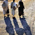 Marocco, Beduini s'incamminano all'alba a Midelt